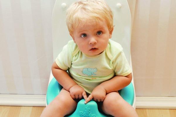 Жидкий стул белого цвета и температура у ребенка