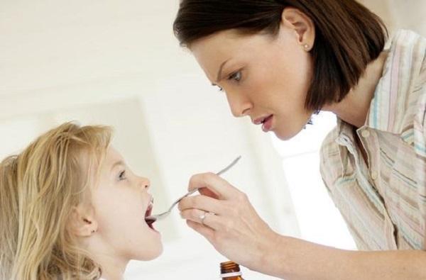 Что дать ребенку от поноса: основные методы лечения