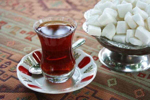 Крепкий чай при диарее: поможет ли, как приготовить, можно ли пить с сахаром и лимоном. Крепкий чай при поносе